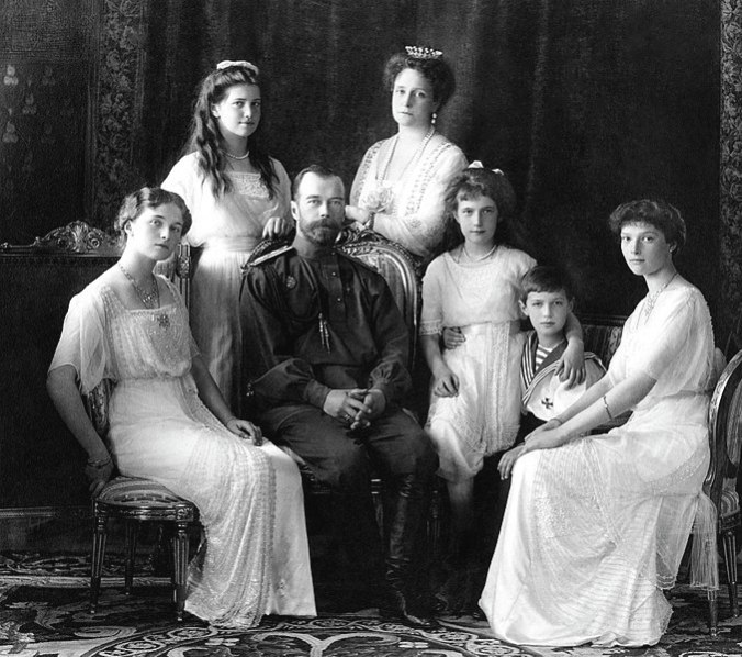 678px-Russian_Imperial_Family_1913