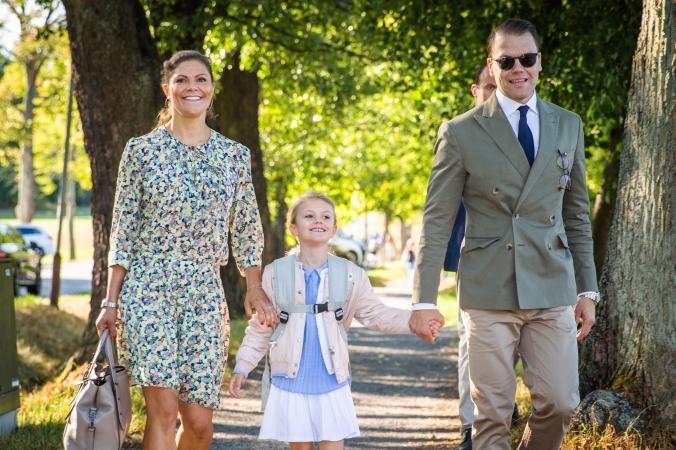 Stockholm, 21 augusti 2018Prinsessan Estelle har börjat i förskoleklass. Den 21 augusti började Prinsessan Estelle i förskoleklass på Campus Manillas grundskola på Djurgården i Stockholm. Prinsessan följdes till skolstarten av Kronprinsessan och