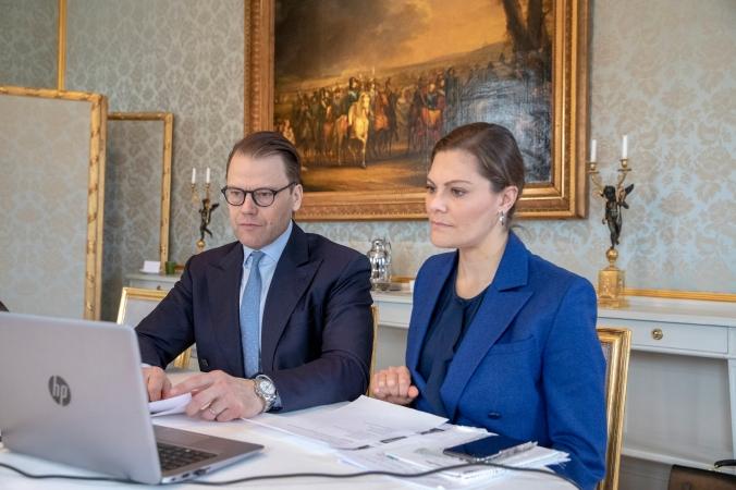 Såväl privat, offentlig som ideell sektor påverkas av coronakrisen. Runtom i Sverige arbetar människor dag och natt för att vårda sjuka och minska smittspridningen. Många känner oro för framtiden, blandat med oro för nära och kära. Under förr